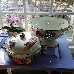 Vintage vitroceramic covered dish and bowl